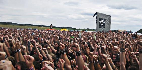 SUMMER BREEZE 2008 Menschenmenge vor der Bühne