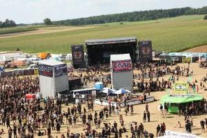 Blick übers Gelände vor den Bühnen